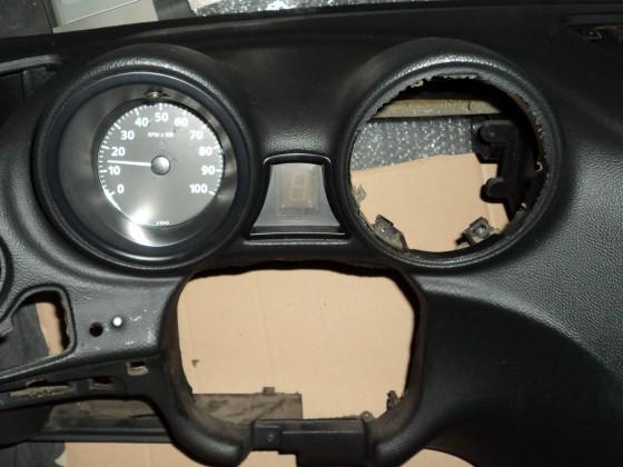 Cockpit nach dem Einbau der bereits fertigen Instrumente